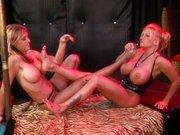 Cycate lesby w winogronie
