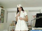 Pielęgniarka z pojemną cipką