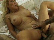 Mama ruchana w toalecie