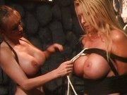Lesbijska zabawa w lochach