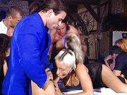 Striptiz i orgia