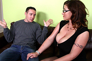 Bardzo duże piersi na sexy cougar dziwka eva Notty